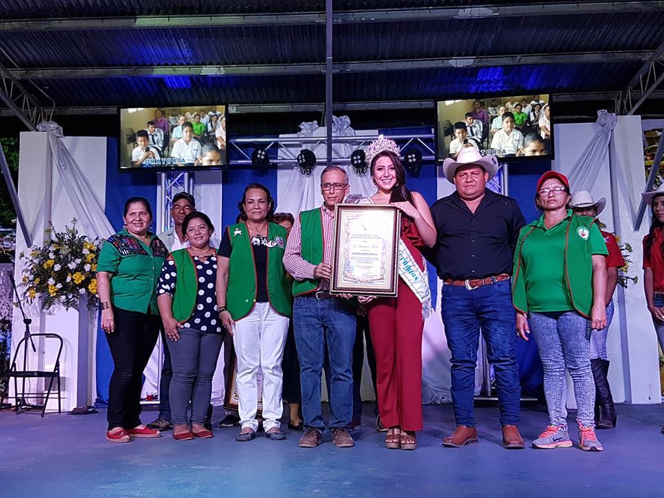 Dr. Melillo y voluntariado de Ancec reciben merecido reconomiento.