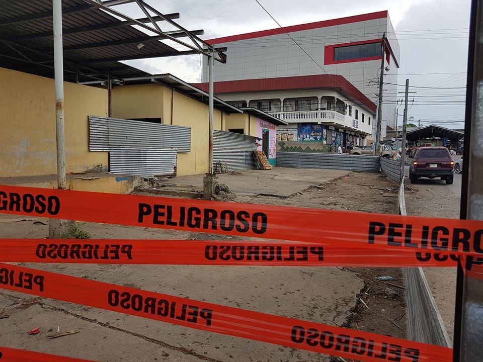 VENDEDORES DE FRUTAS Y LEGUMBRES SON REUBICADOS PARA DAR PASO CON EL PROYECTO DE CONSTRUCCIÓN DEL NUEVO MERCADO.