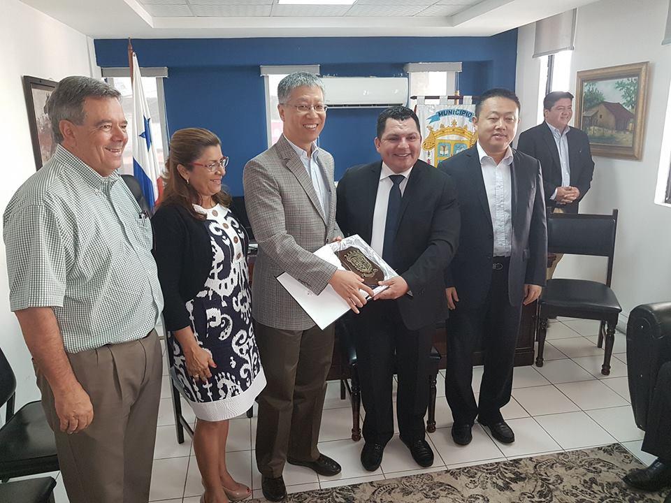 EMBAJADOR DE LA REPÚBLICA POPULAR DE CHINA VISITÓ LA PROVINCIA DE VERAGUAS.